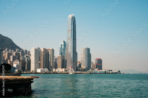 Photo Central pier, victoria harbour and skyline of HongKong Island -