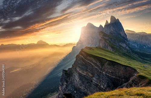 Fotomural Breathtaking Alpine Highlands in Sunny Day