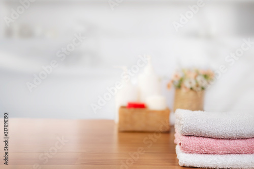 Cuadros en Lienzo Towels on wooden top table with copy space on blurred bathroom background