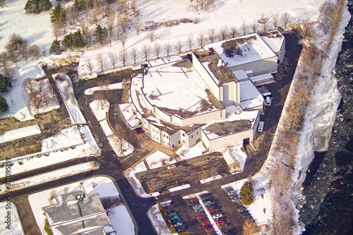 Vue aérienne d'un studio de cinéma sur la Cité du Hâvre à  Montréal en hiver Canvas Print