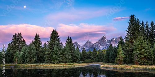 Panorama  at Sunrise of the Grand Tetons at Schwabacher Landing, Grand Teton NP, Wyoming, USA Fototapet