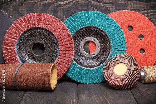 Photo Big set of abrasive tools and multicolored sandpaper on wooden vintage black bac
