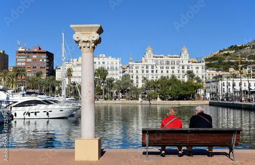 Hafen und Häuserfront an der Explanada, Alicante
