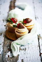 Vanilla Cupcakes With Chocolate Dipped Strawberry