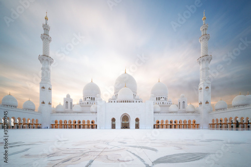 Sheikh Zayed große Moschee in Abu Dhabi – Panoramablick bei Tag Canvas Print