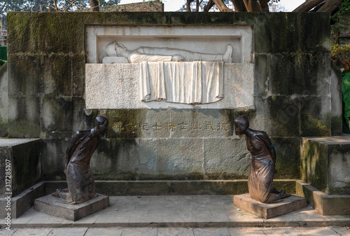 Fotomural Restored monument for Dead Soliders and kneeled Statue of Betrayer Wang Jingwei in the Anti-Japanese War at Ciqikou, ancient town on west band of Jialing River, Shapingba, Chongqing, China