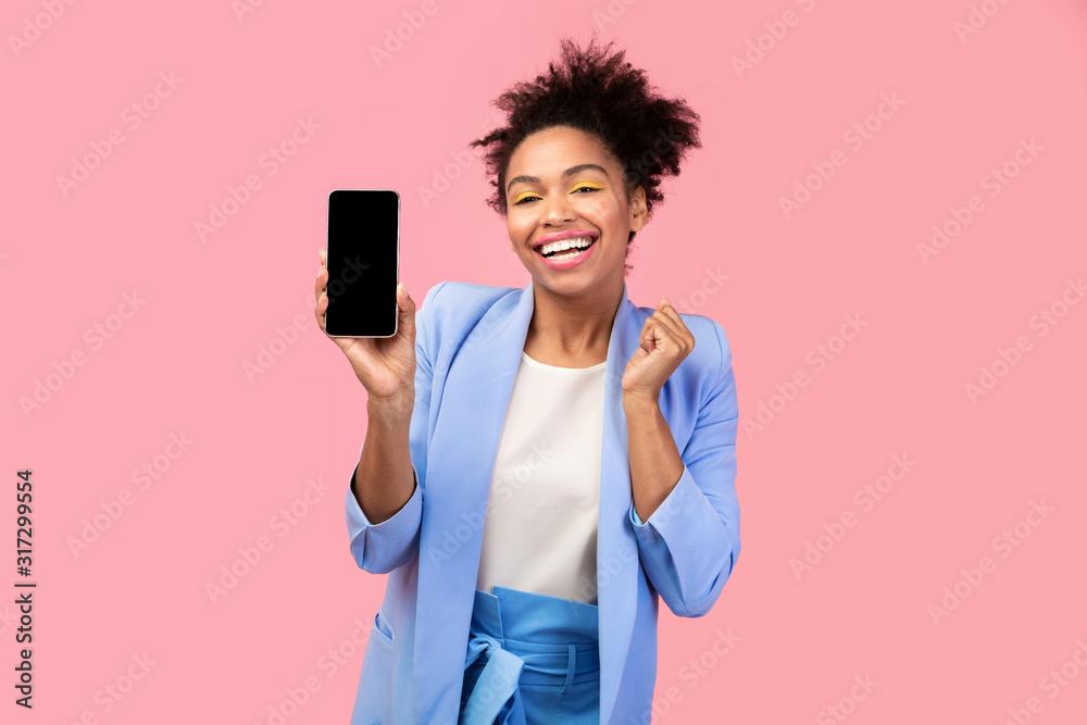 Fototapeta Afro girl showing blank black cell phone screen