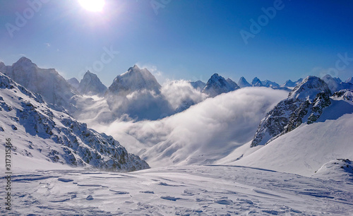 Breathtaking view of the snowy Canadian Rocky Mountains and valley on sunny day Fototapet