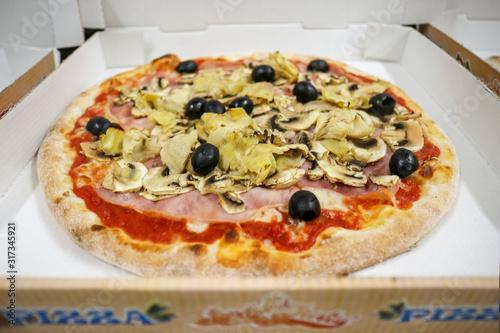 Pizza capricious oliven,ham,mushrooms,artichokes in cardboard Slika na platnu