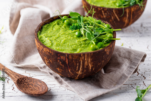 Fotografie, Obraz Vegan green broccoli soup or smoothie