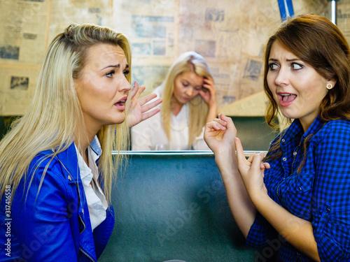 Valokuvatapetti Women gossiping about friend