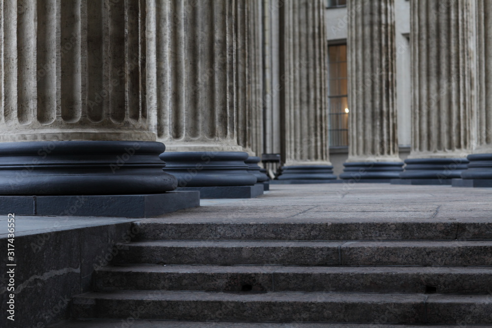 Fototapeta Stairs to the colonnade, classical Corinthian column older close up