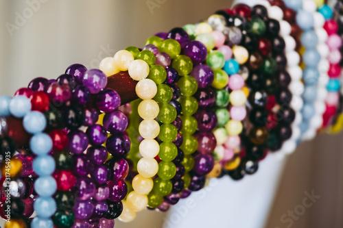 Photo Bracelets colorés avec des pierres de soin naturelles