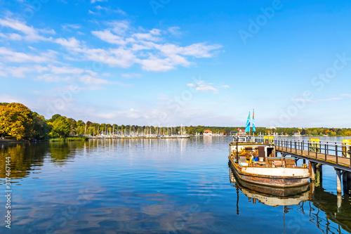 Tableau sur Toile Boat piers on Wannsee lake in Berlin, Germany
