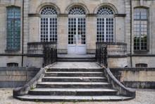 Rückseite Des Weltfriedenszentrums In Verdun/Frankreich