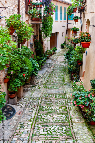 Fototapety, obrazy: Narrow street in the smal viallge of Spello, Italy