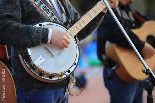 Fotografija View of musician playing banjo at the public park