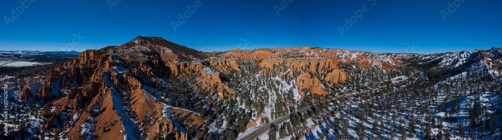 Vue aérienne panoramique de Red Canyon, dans l'Utah