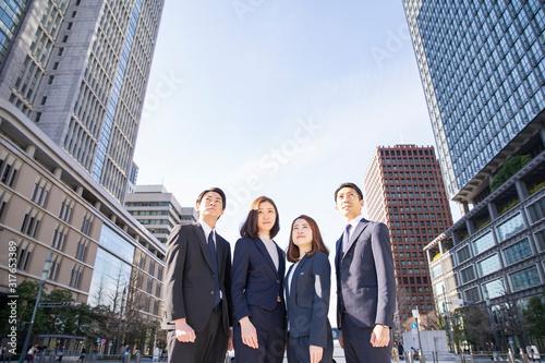Fotografie, Tablou ビジネスシーン・4人のチーム