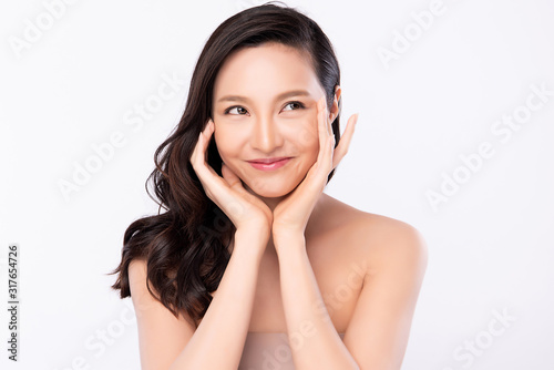 Fotomural Portrait beautiful young asian woman clean fresh bare skin concept