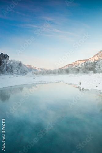 zimowy-krajobraz-z-gora