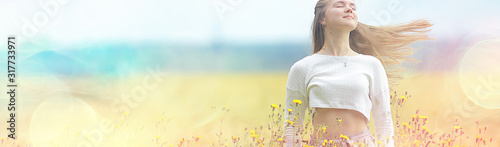 Платно happy girl in autumn field with spikelets landscape / adult young girl portrait,