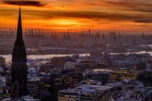 Der Hamburger Hafen Mit Abndrot
