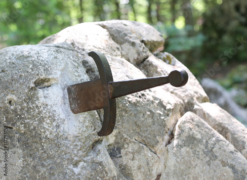 Photo King Arthur sword called Excalibur stuck in the rock in the fore