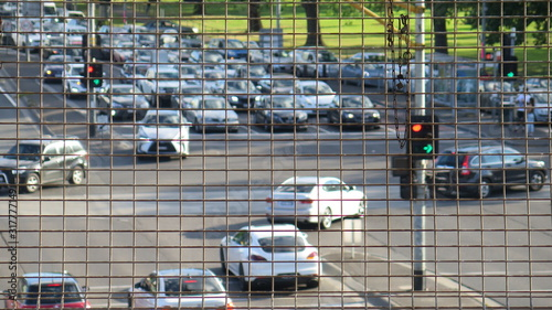 View of a road traffic from a metal fence in Richmond suburb, Melbourne, Austral Fototapet