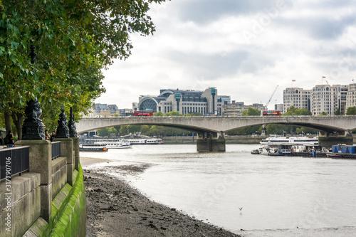 Fototapeta Day time London Waterloo Bridge, Charing Cross railway station, footwalk embankment, car traffic