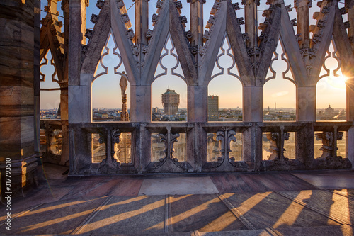 Fotografía Cityscape of Milan from the top of the Cathedral, Milan, Italy