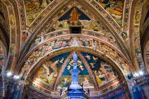 Valokuva Siena, Italy - CIRCA 2013: Baptistery of Saint John (Battistero di San Giovanni) ceiling interior in Siena Cathedral complex