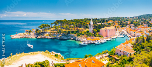 Fotomural Scenic view of the blue lagoon village Veli Losinj on sunny day