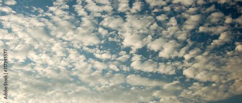 Photo Bannière ciel de nuages altocumulus