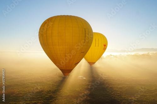 気球と朝日 Canvas Print