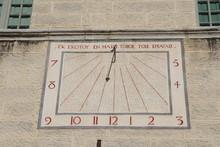Cadran Solaire Sur Le Mur De L'abbaye D'Ambronay Construite Au 8 ème Siècle - Département De L'Ain - Région Rhône Alpes - France