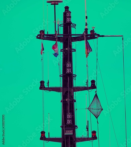Fototapeta Front shot of a ship mainmast with green background