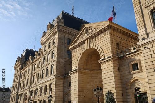Fototapeta Préfecture de Police de Paris, façade de la rue de la Cité (France)