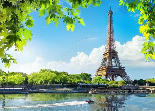Carta da parati Eiffel Tower in sunrise time