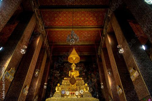 Templo budista dorado Wallpaper Mural