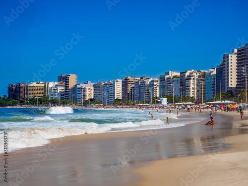 Obrazy Rio De Janeiro  plaza-copacabana-w-rio-de-janeiro-w-brazylii-plaza-copacabana-to-najslynniejsza-plaza-w-rio