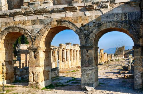 Fotografia, Obraz Arch of Domitian, at start of colonnaded street