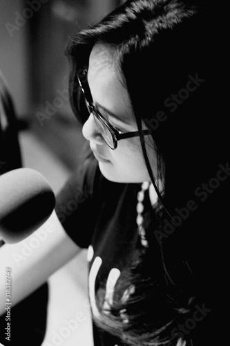 Photo High Angle View Of Female Radio Jockey In Studio