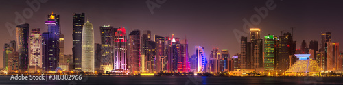 Obraz na plátně View of park and building in Doha City Center