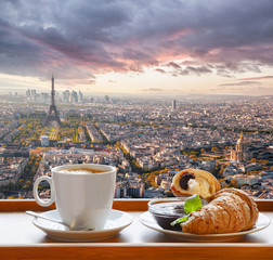 Fototapeta Do kawiarni Coffee with croissants against famous Eiffel Tower in Paris, France