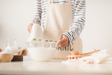 Kitchen Mixer Whipped Cream Custard Pastry Whisk Rotates Rapidly