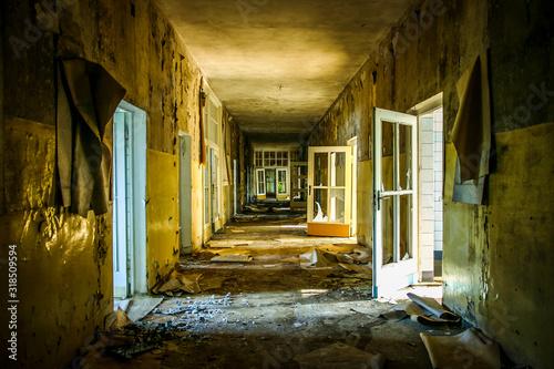 Cuadros en Lienzo  Interior Of Abandoned Building
