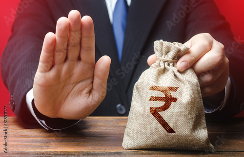 Fotografía Businessman refuses to give indian rupee money bag