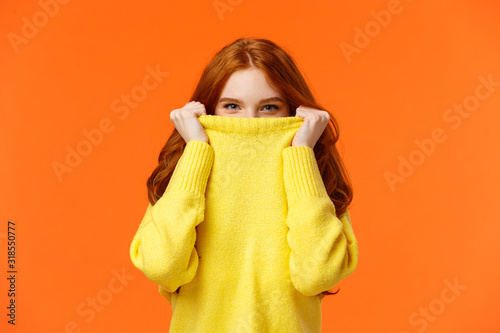 Fotografía Girl hiding from winter cold in her warm soft sweater