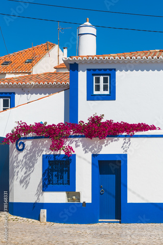 Photo Maison bleu et blanche à Ericeira